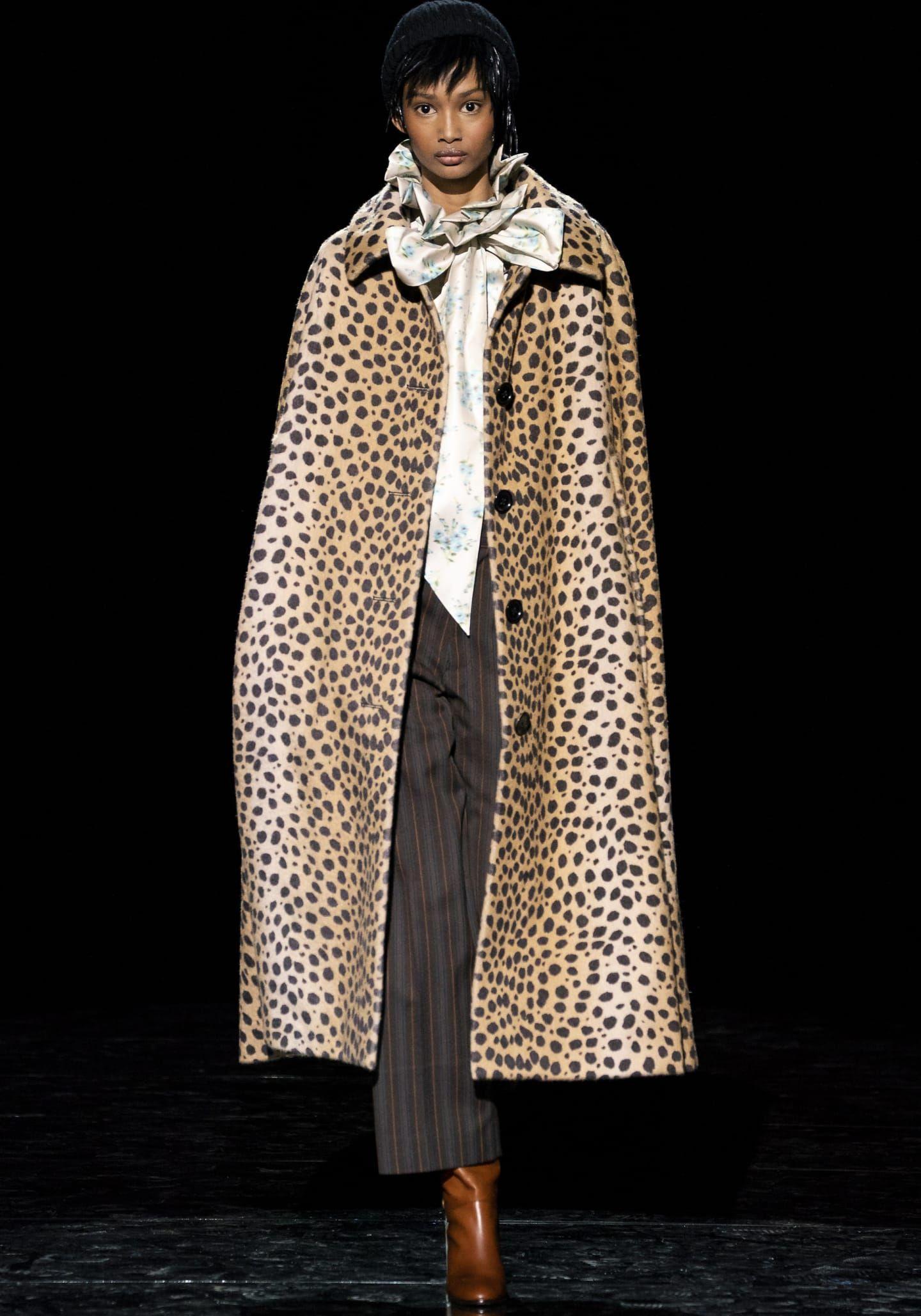 Modetrend: Capes sind im Herbst 2019 die Jacke für ...
