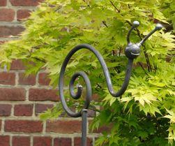 Metalmorphose Ferronnerie Artisanale Balconnier Potence Mobilier Jardin Bougeoir Fer Forge Tuteur Sculptures De Jardin En Metal Idees Jardin Jardins