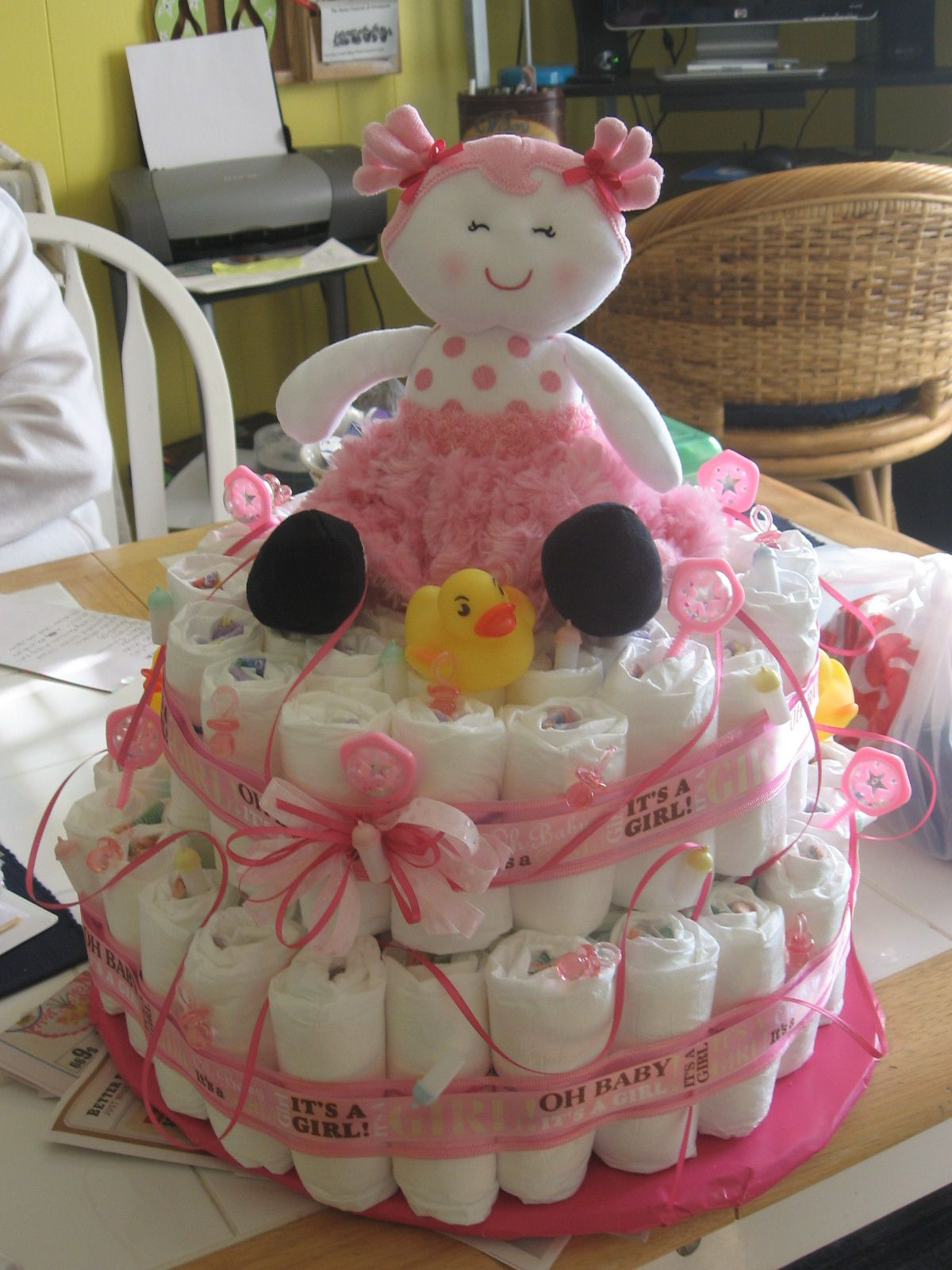 my pretty in pink diaper cake Diy baby gifts, Baby