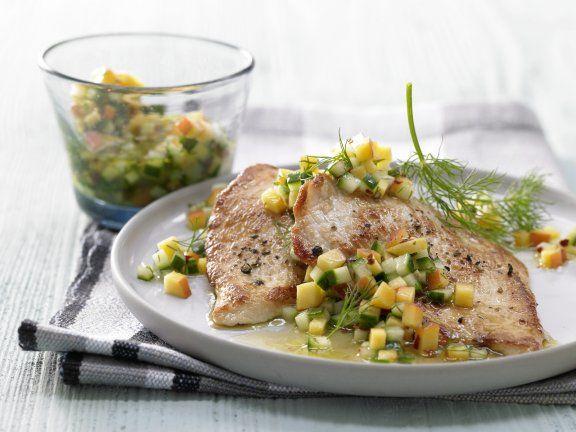 Schnelle Putenschnitzel mit Pfirsich-Gurken-Salsa