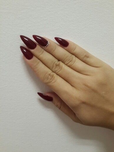 Burgundy Stiletto In Love With My Nails Nail Designs Vampy Nails Stilletto Nails