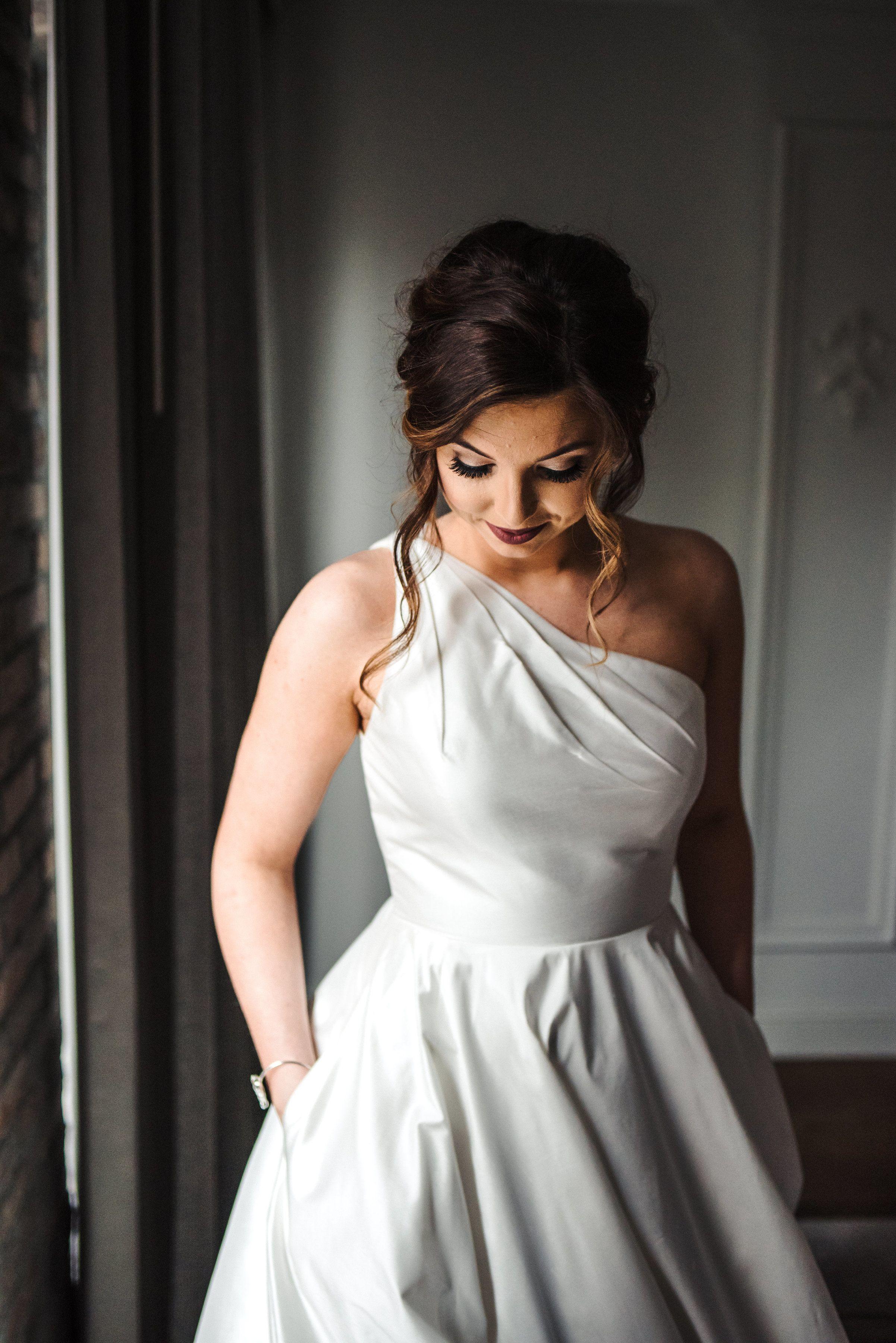 2019 year style- One wedding shoulder dress hair
