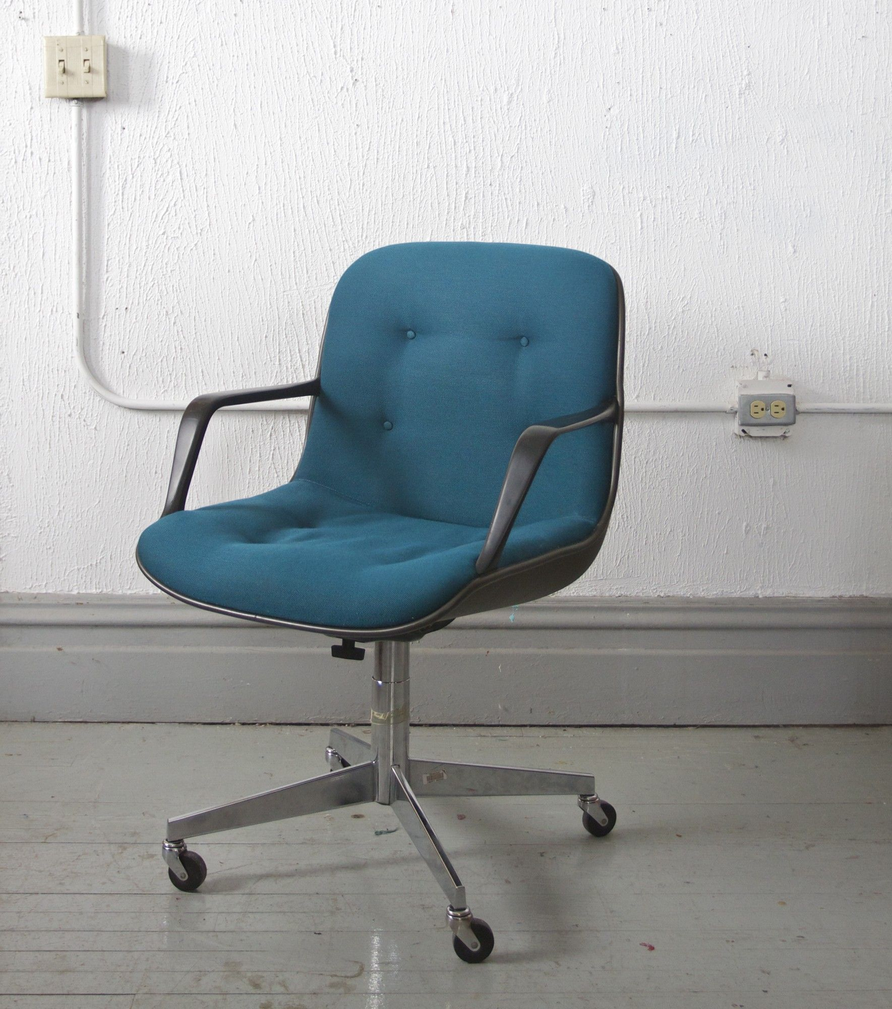 Office chair vintage Metal Frame Vintage Steelcase Office Chair 125 Chicago Httpfurnishlycomcatalog Pinterest Pin By Furnishlycom On Chicago Listings Pinterest Chair