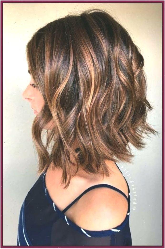 2019 Kurzhaarfrisuren Welliges Haar Frauen Mit Brille Great Frisuren B 2019 Kurzhaarfris In 2020 Haircut For Thick Hair Bob Hairstyles Medium Hair Styles
