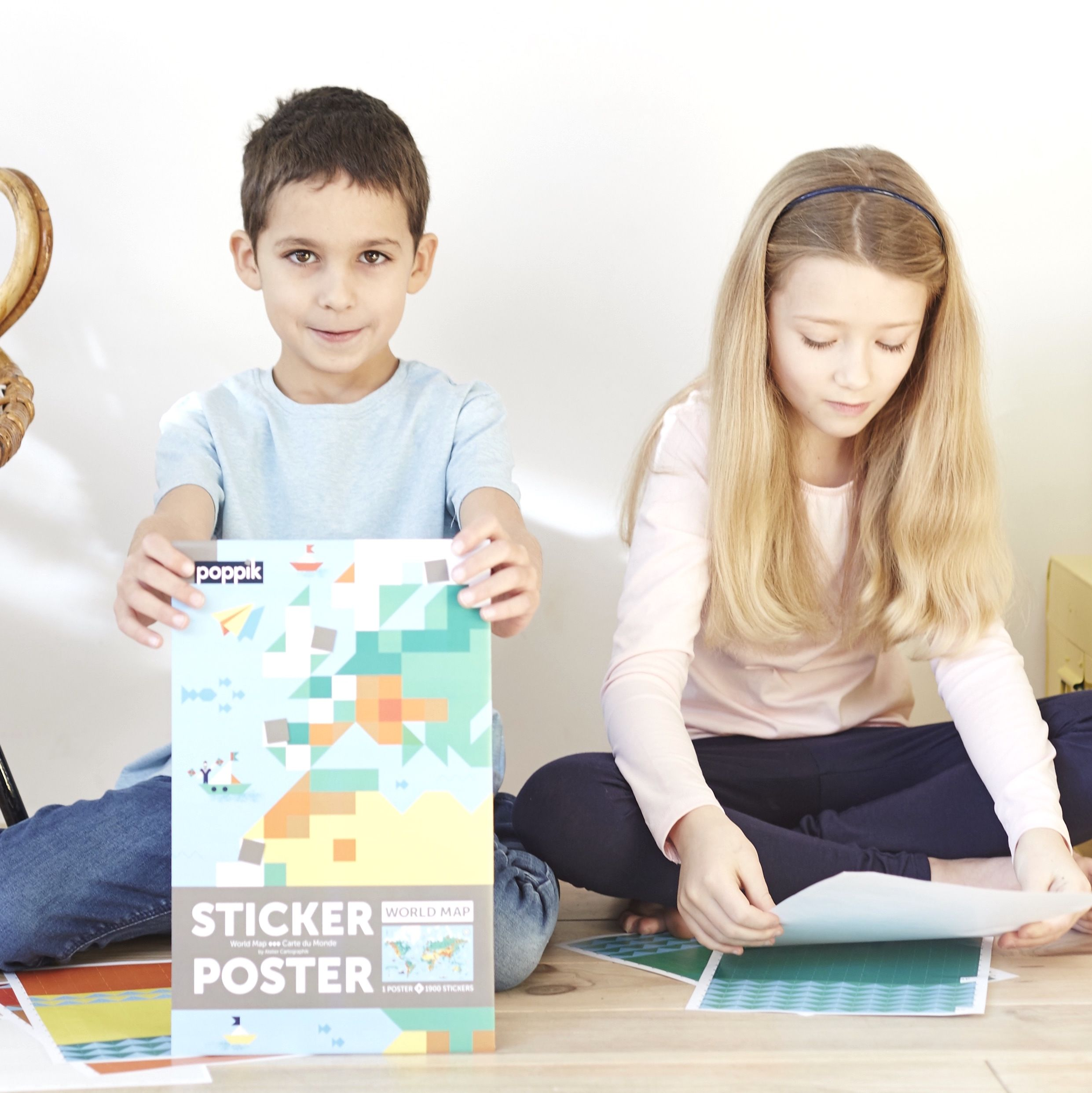 Stick the stickers on the poster and discover a beautiful