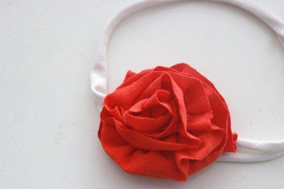 Flor para el cabello hecha de camisetas viejas   Blog de BabyCenter