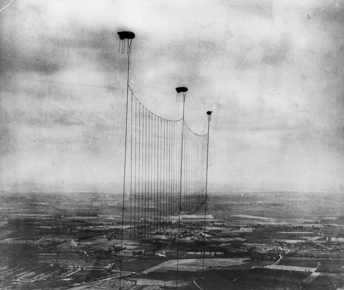 White apron london - 1915 A Balloon Apron Is Suspended To Defend London From Air Attacks