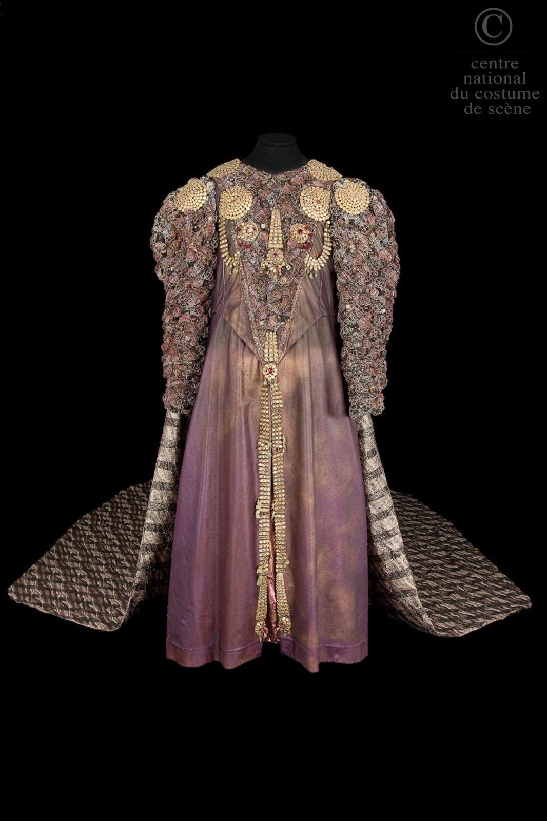 Samuel ramey descriptif costume tunique longue en cuir for Atelier couture a bordeaux