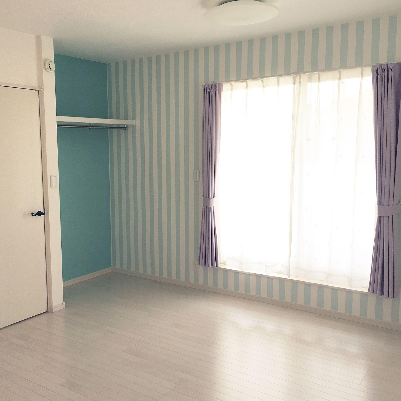 部屋全体 子供部屋 ブルー系 ストライプの壁 サンゲツ壁紙 などの