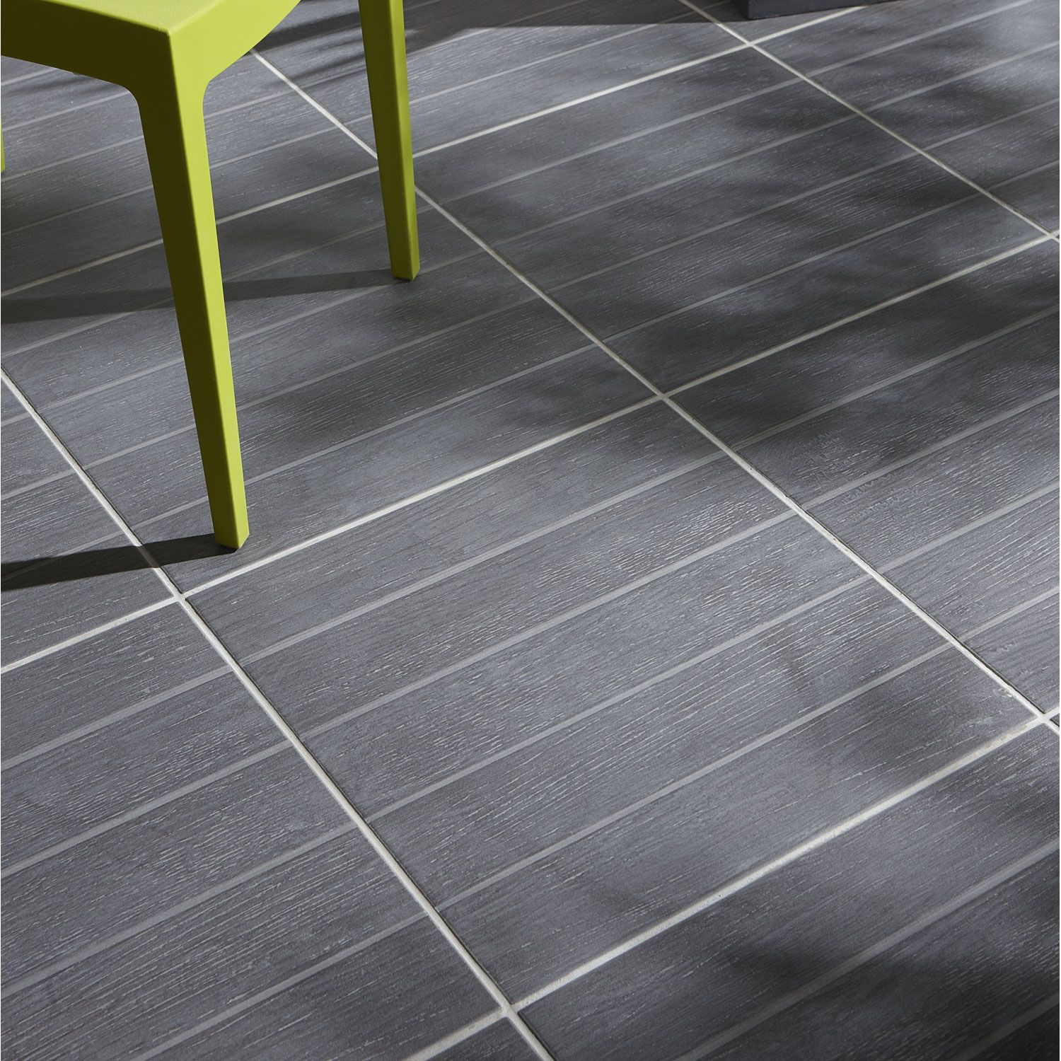 Maison moderne carrelage for Carrelage exterieur gris anthracite