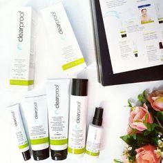 A @marykaybrasil lança a Linha Clear Proof a evolução da linha antiacne! Vocês já sabem que sofro de acne e o quanto adoro testar produtos assim pro blog! Vem com 5 passos: Gel de Limpeza (limpe), Tônico (tonifique), Loção Purificante (purifique), Creme Secativo (elimine), Hidratante sem Óleo (hidrate). Louca pra já começar a usar! <via Ana> #PressKit #eiEutil #testeiEvoce #MaryKay #ClearProof