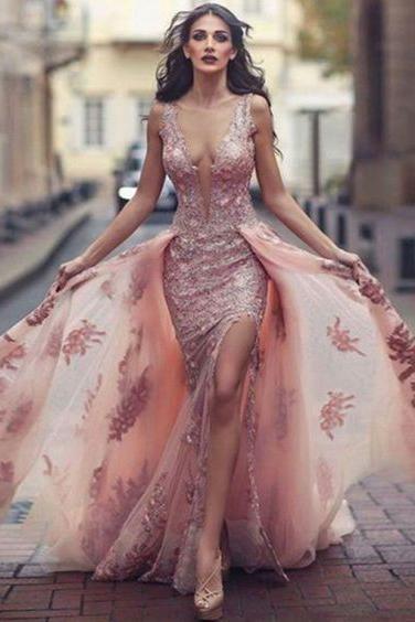 Galajurken Feestjurken.Charming Sweep Train Deep V Neck Pink Tulle Prom Dress With Lace