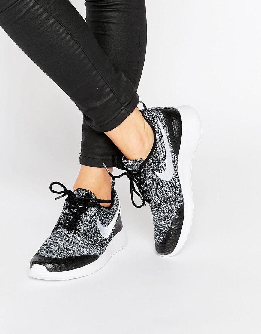 Nike - Roshe Fly - Baskets en maille - Blanc et noir at asos.com
