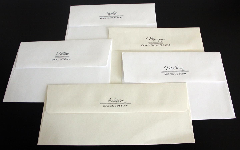 amplop putih untuk kartu undangan pernikahan yang elegan dengan tema ...