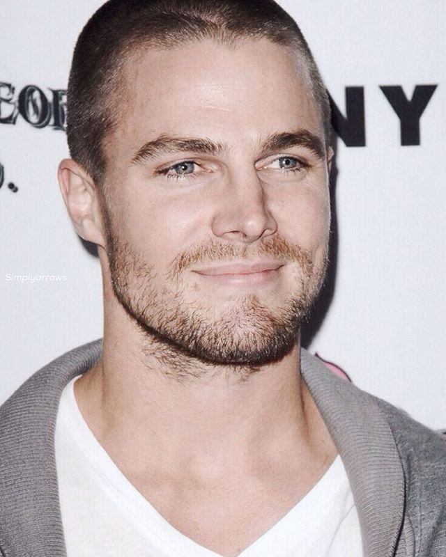 Stephen Said That It Were His Last Few Days With Long Hair Which Means He Will Shave His Head Which Means Buzz C Steven Amell Stephen Amell Arrow