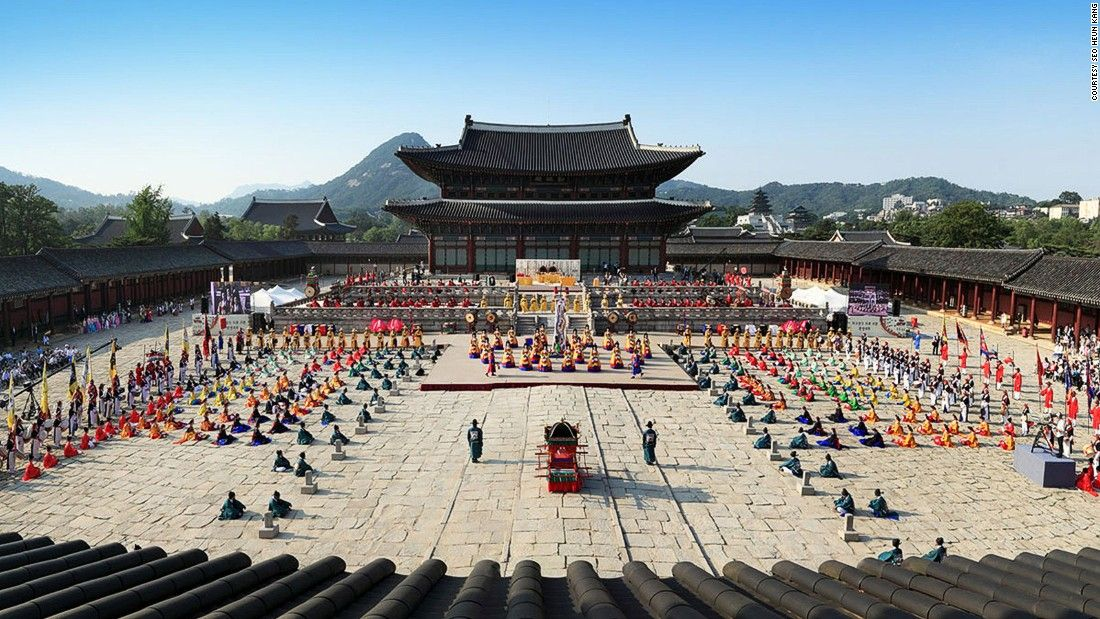"""Important state affairs were once conducted in the Geunjeongjeon, the Throne Hall of Gyeongbokgung Palace in Jongno-gu, Seoul. The welcome ceremony depicted in this photo was held in honor of the<a href=""""http://www.koreaherald.com/view.php?ud=20110612000269"""" target=""""_blank""""> historic return of Korean royal books</a> that had been looted by the French military 145 years before."""