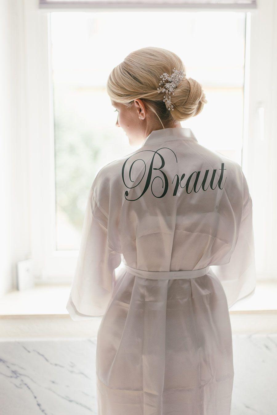 Ein Morgenmantel / Bademantel für die Braut am Tag der Hochzeit für ...