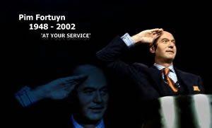 Ik was het niet altijd eens met Pim Fortuyn, maar was onder de indruk van deze man tijdens het intervieuw met Ivo Niehe. Moederdag 5 mei 2002 diep onder de indruk van de verdrietige mensenmassa bij woonhuis van Pim in Rotterdam