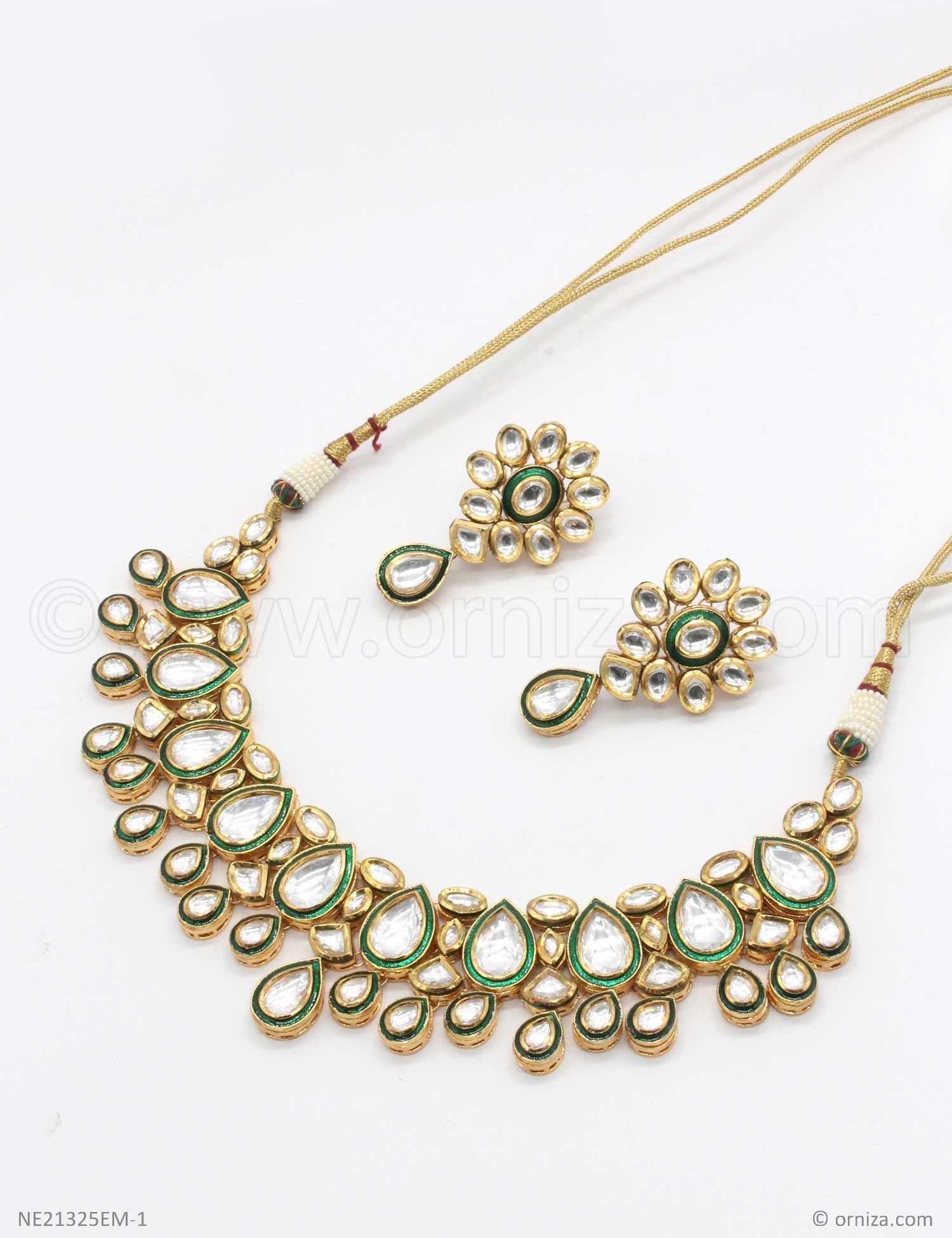 d0654348a94e8 Emerald Green Vilandi Kundan Necklace Set in 2019   Wedding Jewelry ...