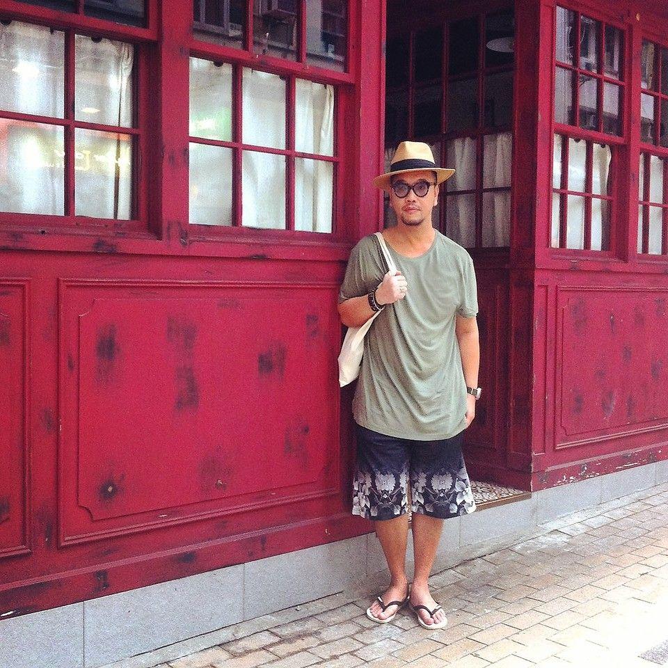 #strawhat #hat #tee #longtee #floralprint #floralprintshorts #shorts #flipflop #hm #havaianas