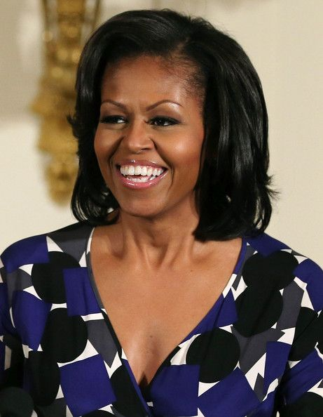 Michelle Obama Photos Photos Michelle Obama Discusses Arts And Humanities Education At The White House Michelle Obama Hairstyles Michelle Obama Photos Short Hair Styles