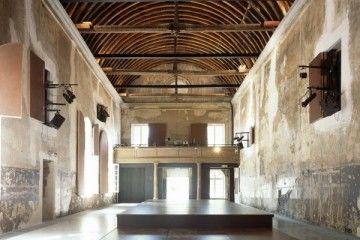 antigua capilla del convento franciscano Couvent des Récollets reconvertida en la Maison de l'architecture, Karine Chartier y Thomas Corbasson a