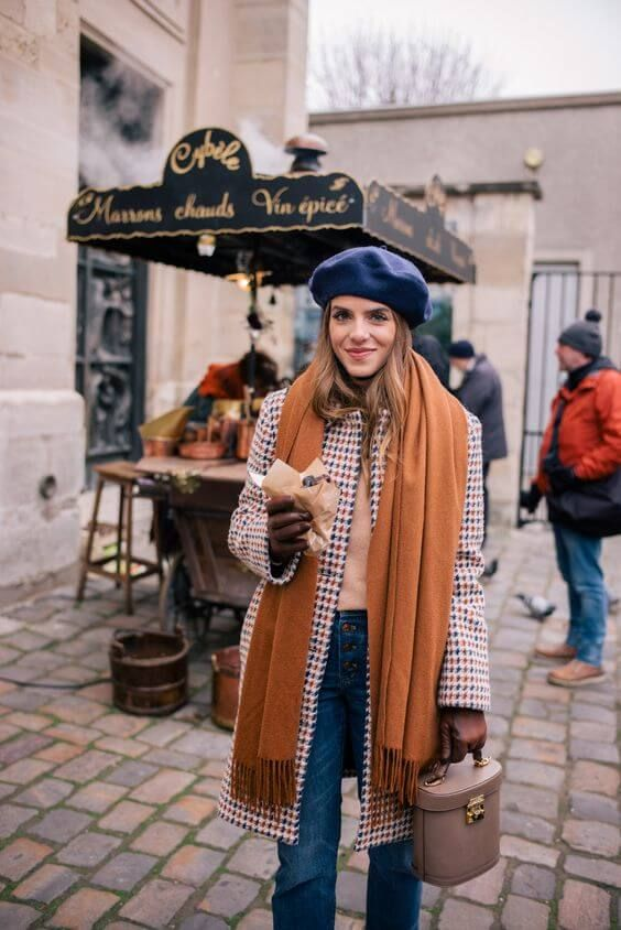 The beret is back and there are endless ways to wear this French hat. You can choose a leather one, a velvet, a embroidered or simply a plain one andupgradeyou look to the next level. But if you don't know how to style the beret without looking like a tourist we curated our favorites looks…