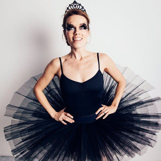 Magda From There\u0027s Something About Mary Black swan costume - black skirt halloween costume ideas