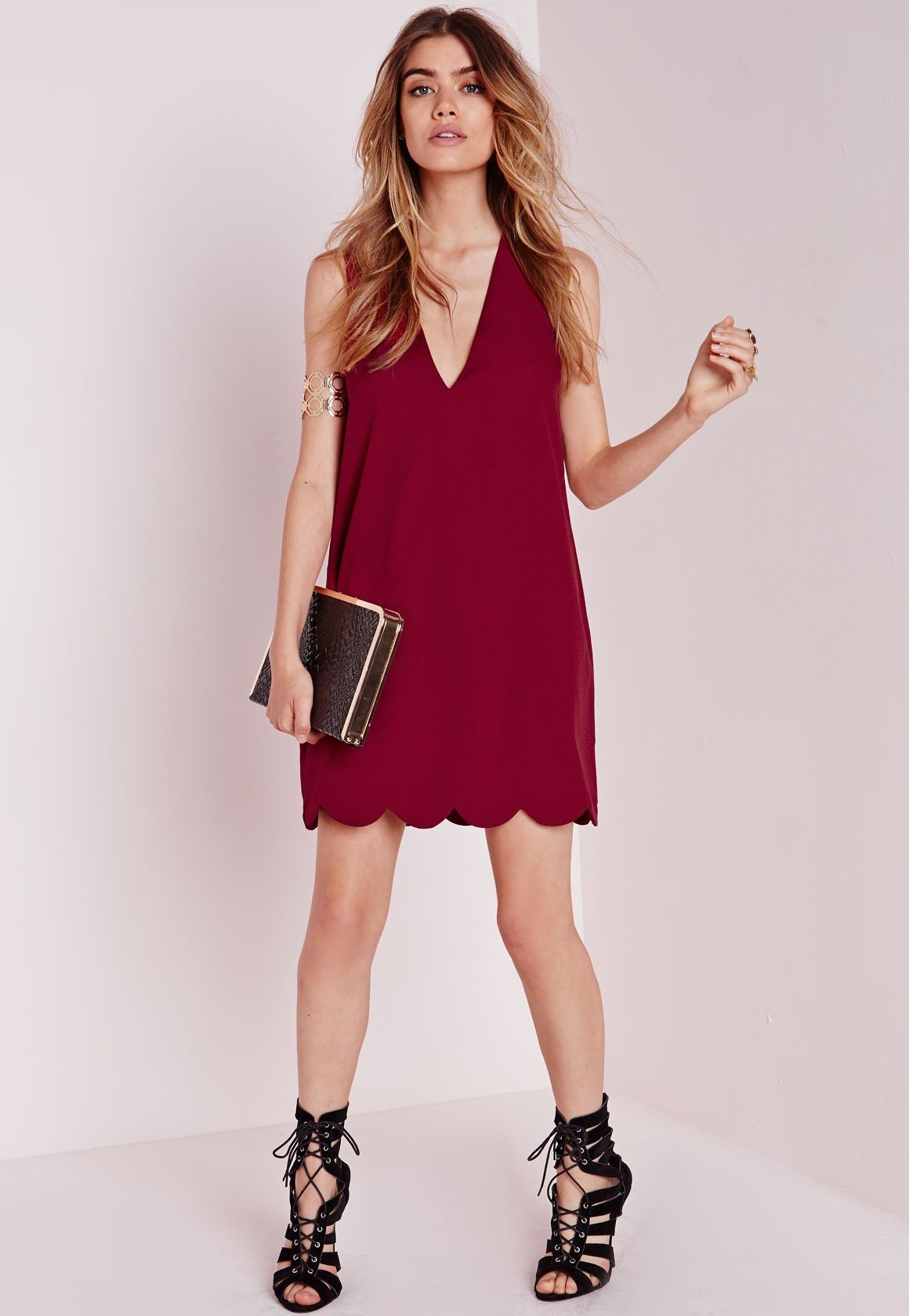 596c16265211 Missguided - Crepe Plunge Scallop Hem Shift Dress Burgundy