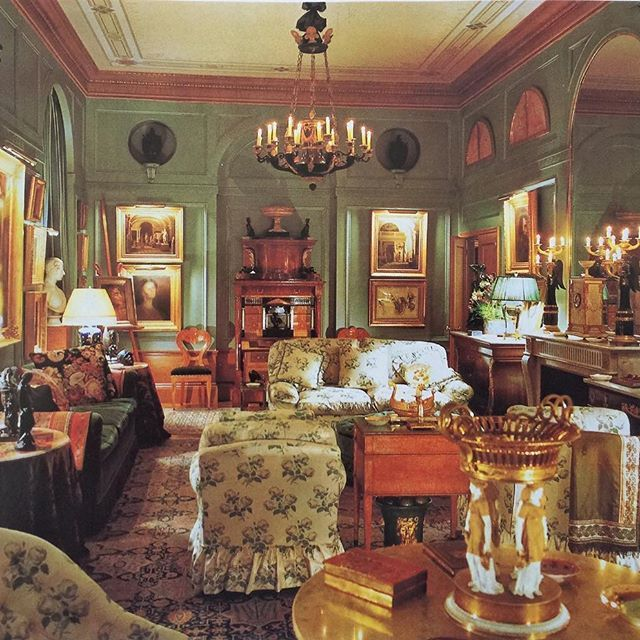 Bowood. John Yunis Art Connoisseur's Apartment In New York