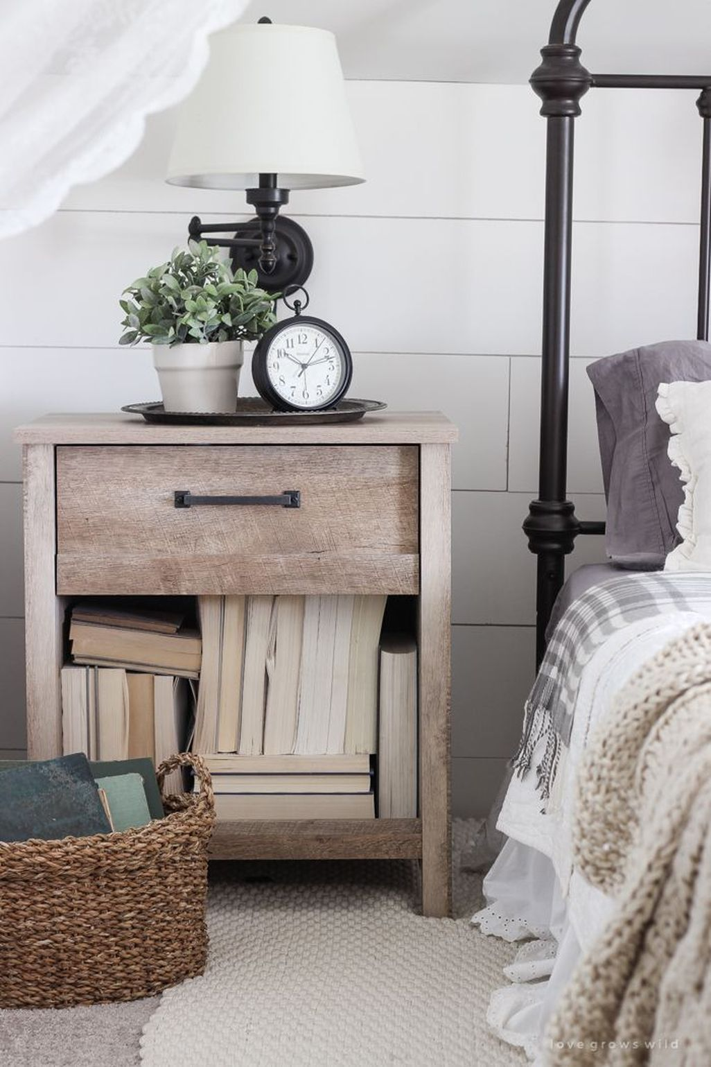 cool 45 Awesome Rustic Farmhouse Bedroom Decoration
