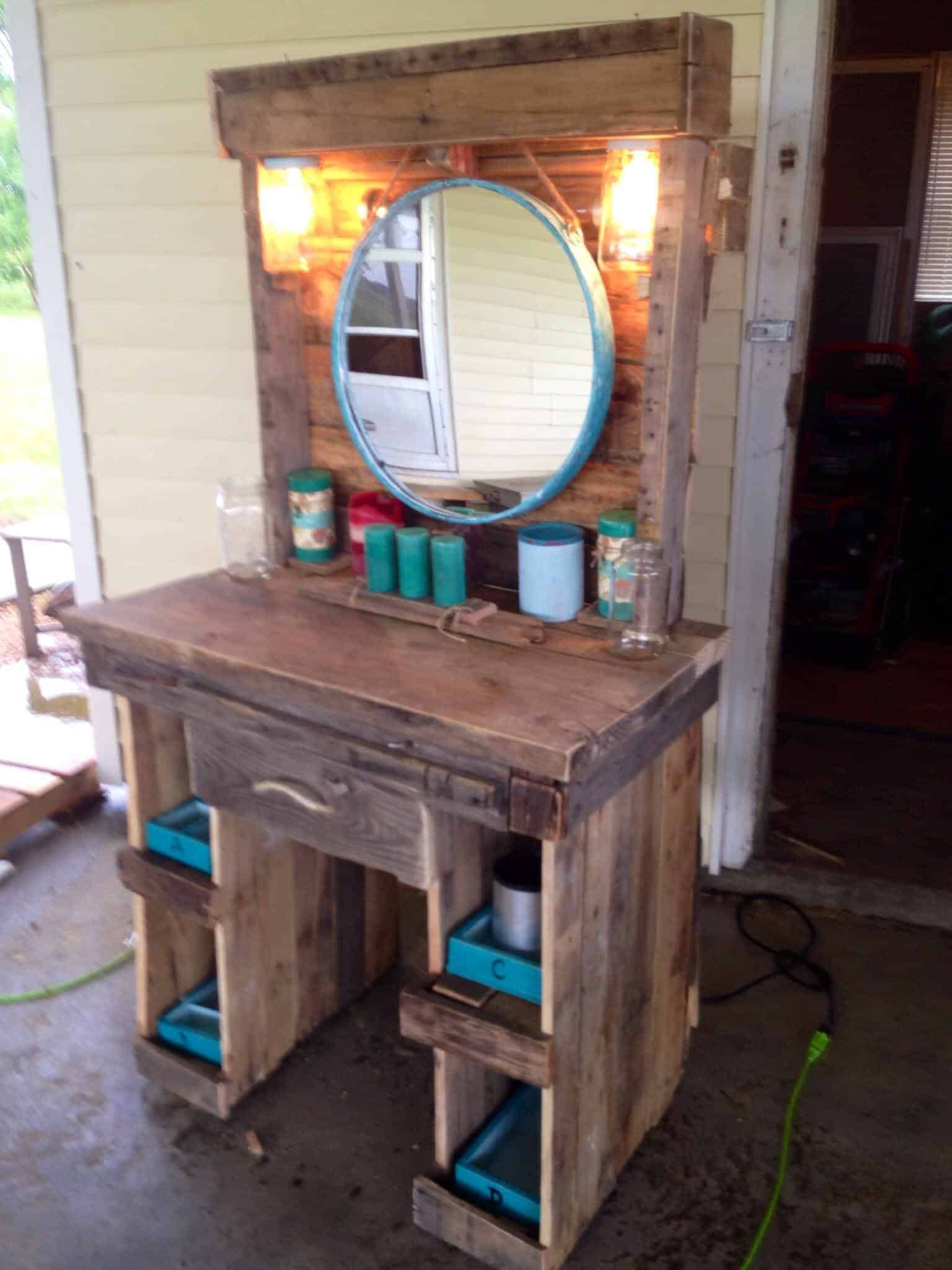 coffee table made from repurposed pallets bedroom pallet desk rh pinterest com
