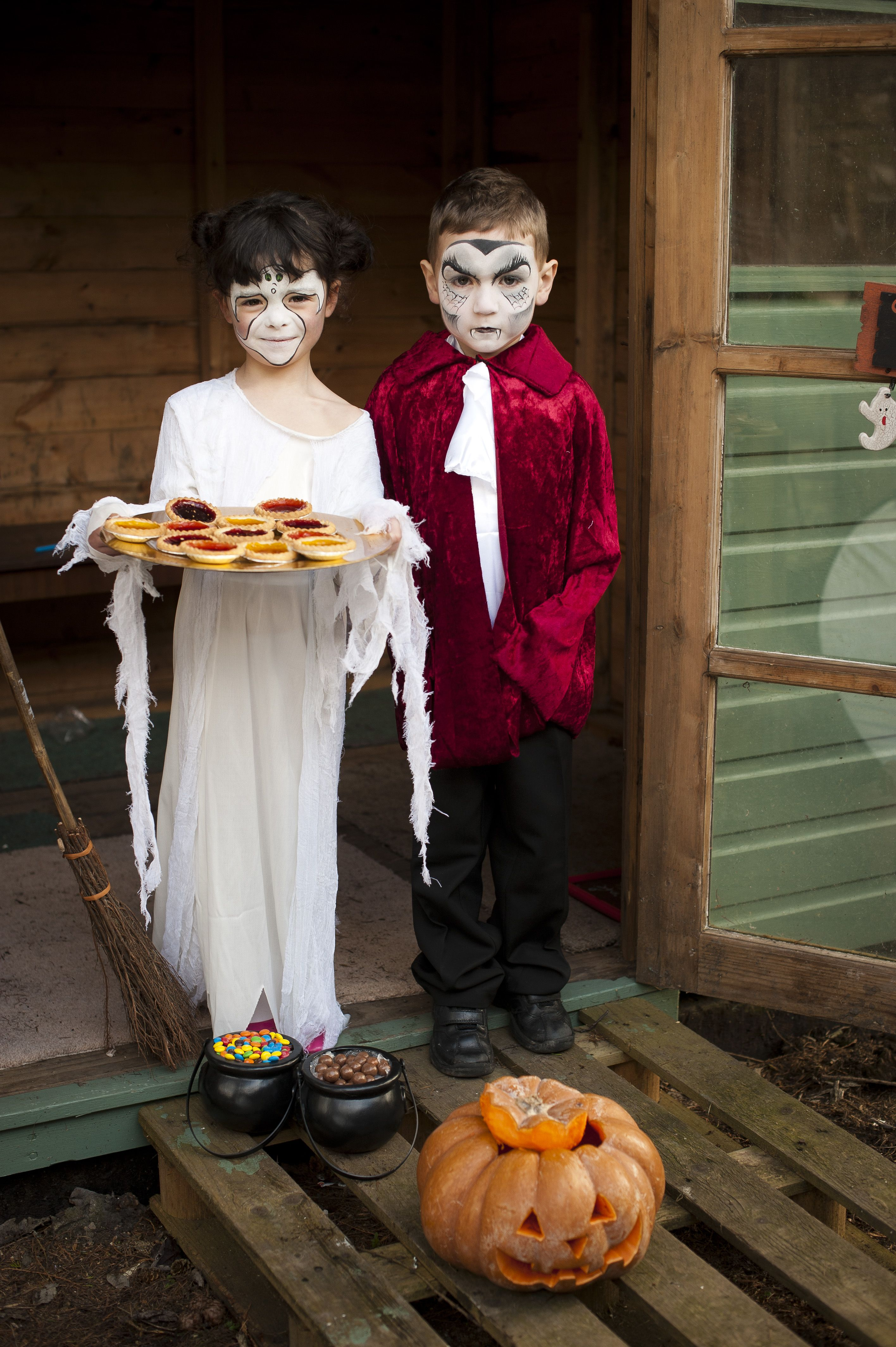 Spooky ghost & vampire Perfect for Halloween! facepaint