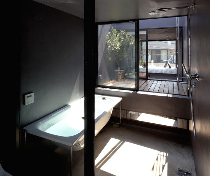 Super skinny 1.8m-Width House in Tokyo has the bathroom, terrace, and bedroom on the topmost level.