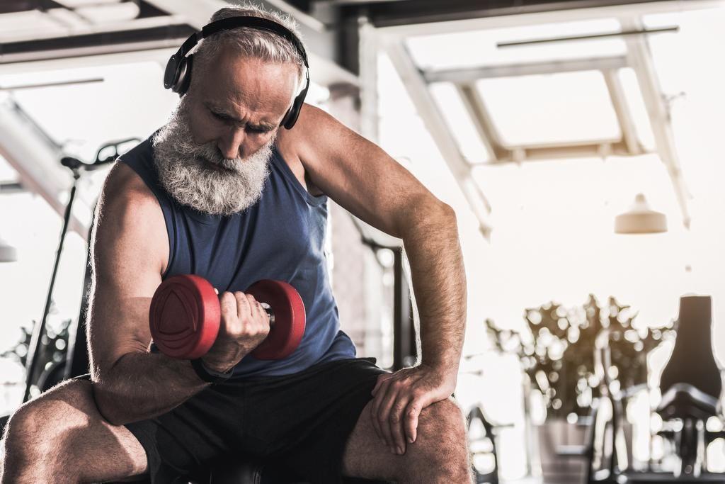 Muskeln aufbauen jenseits der 50 - so gehts | Muskeln