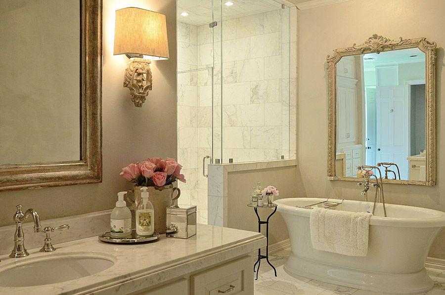 Pretty bathroom design! @BainUltra #freestanding Balneo Sanos ...