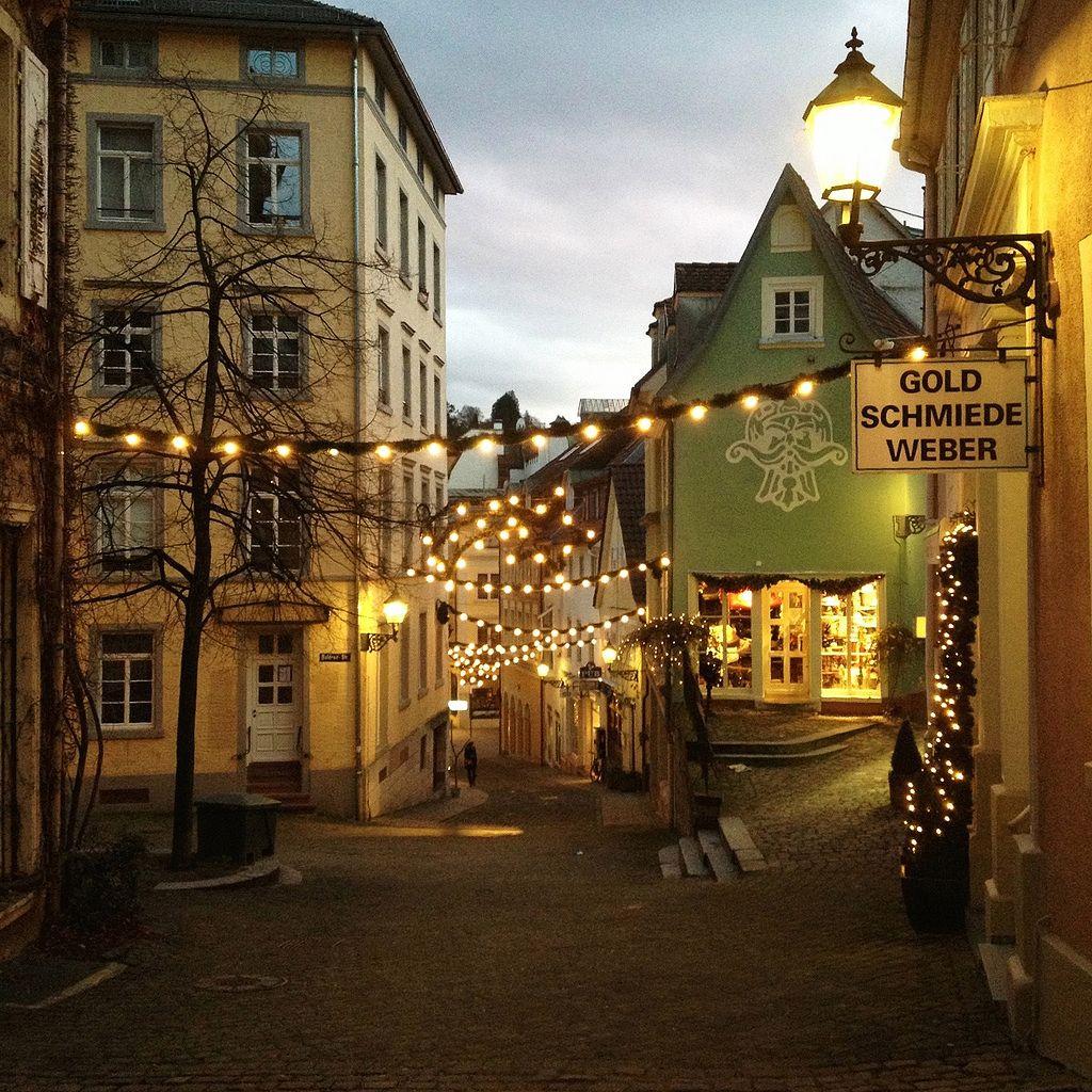 In Der Altstadt Von Baden Baden Finden Sich Viele Aussergewohnliche Schmuckgeschafte Meist Sind Es Silb Schwarzwald Deutschland Reisen Deutschland Reisebilder