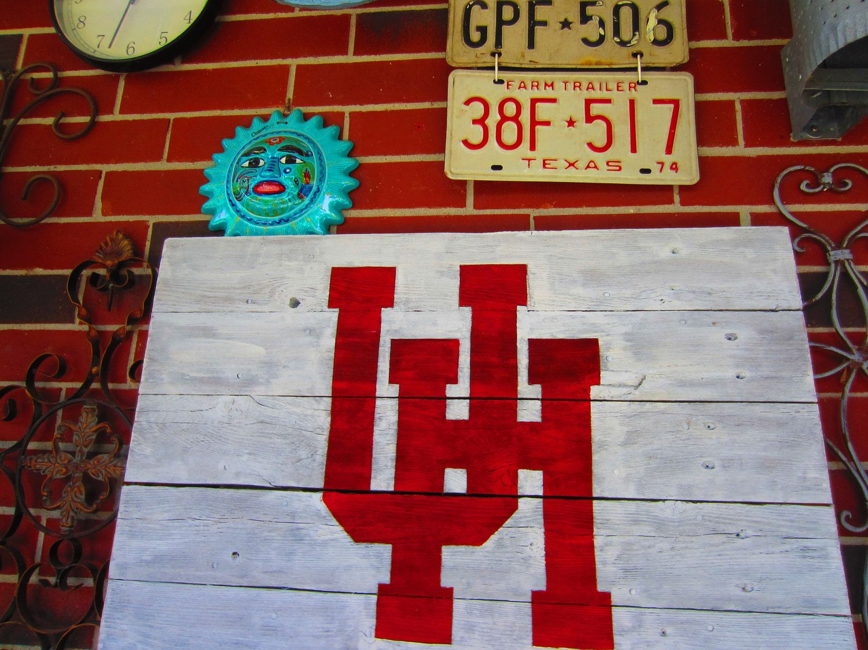 University Of Houston Rustic Sign 28 00 Via Etsy Rustic Signs University Of Houston Houston