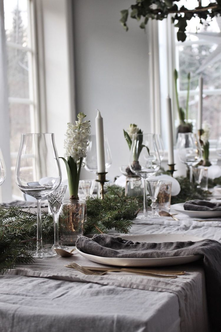 Pretty Swedish Christmas Tables With Grey Linen Bras Cutlery And Hyacinth Emily Slotte Pretty Christmas Decorations Christmas Table Settings Winter Table