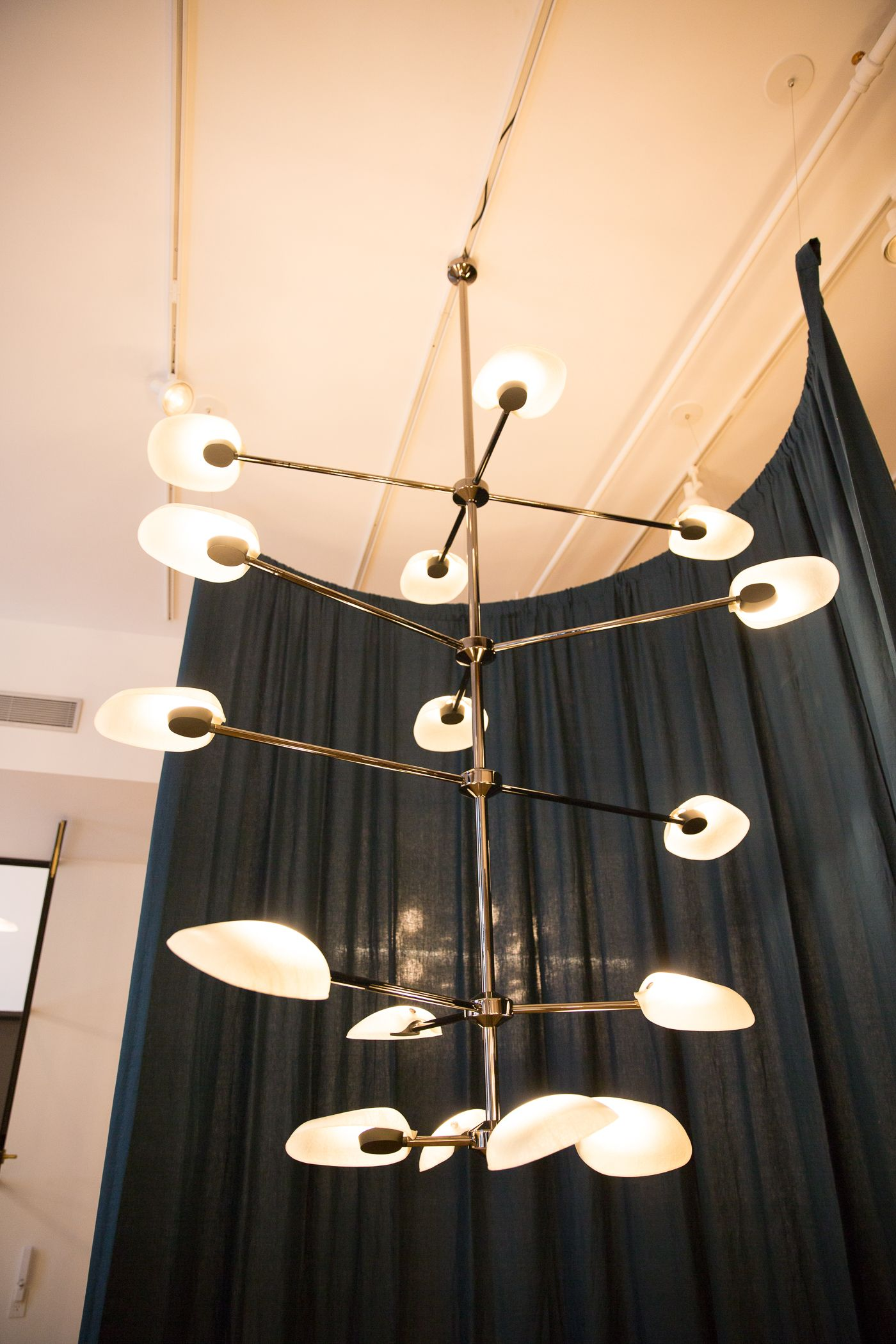 Pin By Man Laï Events On Rich Brilliant Willing Showroom