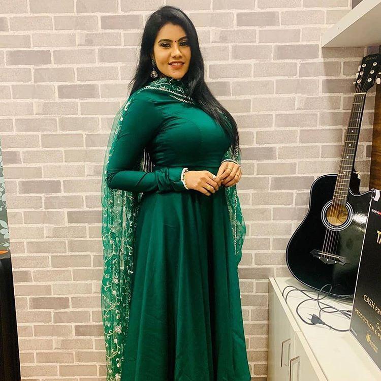 Nivisha Serial Actress Hd Images 50 Hot Stills Bio Age Wiki Serials Movies Dp Pics Studymeter Indian Girl Bikini Stunning Outfits India Beauty Women