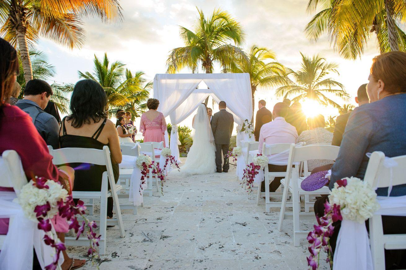 Ceremonia De Boda En Costa Caribe En Ponce Ceremony Wedding Wedding Ceremony Bride