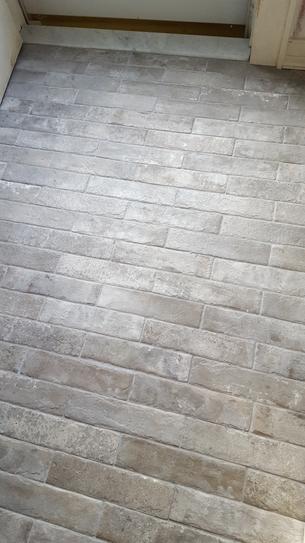 Msi Abbey Brick 2 1 3 In X 10 In Glazed Porcelain Floor And Wall Tile 5 17 Sq Ft Case Nhdabbbri2x Brick Exterior House Brick Look Tile Brick Tile Floor