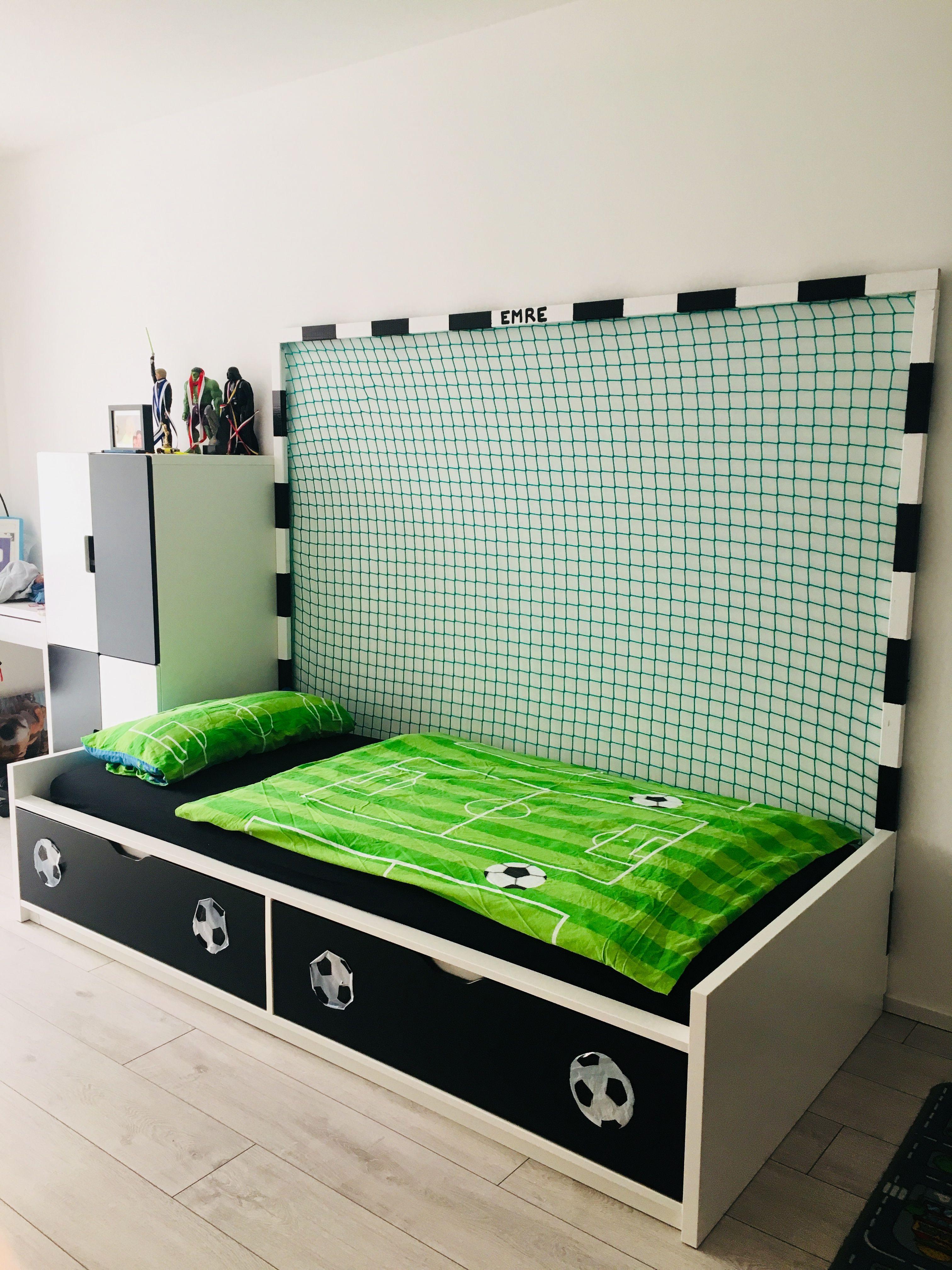 Fussballzimmer Soccer themed bedroom, Football rooms