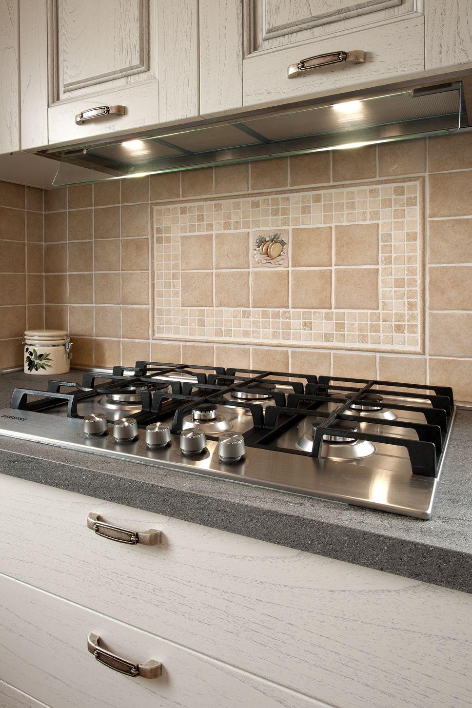 La cappa della cucina con luci a led che a scelta possono dare luce ...