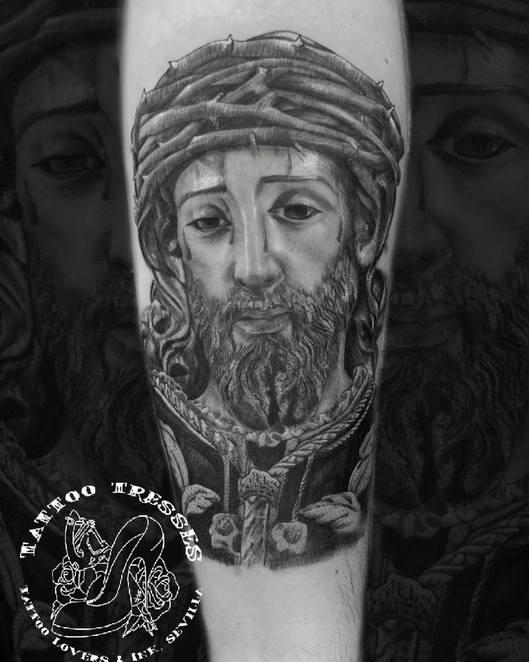 Sentencia Macarena para nuestro gran @gabiyuli17  Realizado por @tattoo_tresses  Con materiales de  @supplies_sevilla  @truegenttattoosupplies  @sumuntattoo  @stencilanchored  @tattoodefender  @believatattoospain  #fullcolor #tattooblackandgrey #tattooing #moreink #besttattoo #sentenciamacarena #esperanzamacarena #realismotattoo #tatuaje #tattooed #ink #tattoogirls #tatuaje #tattoo #tattoos  #inked #tattooink #inktattoo #senteciasevilla #girls #girlstattoo #moreink #tattooed #tattooedgirls #mont