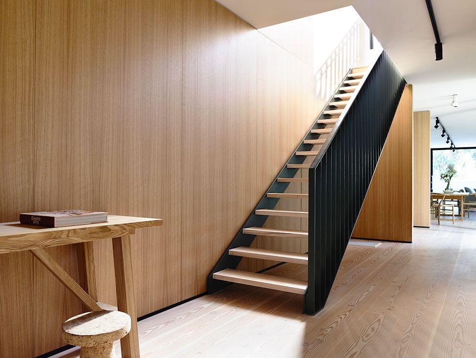 Diseño de casa de dos plantas construida en terreno pequeño, moderna - Diseo De Escaleras Interiores