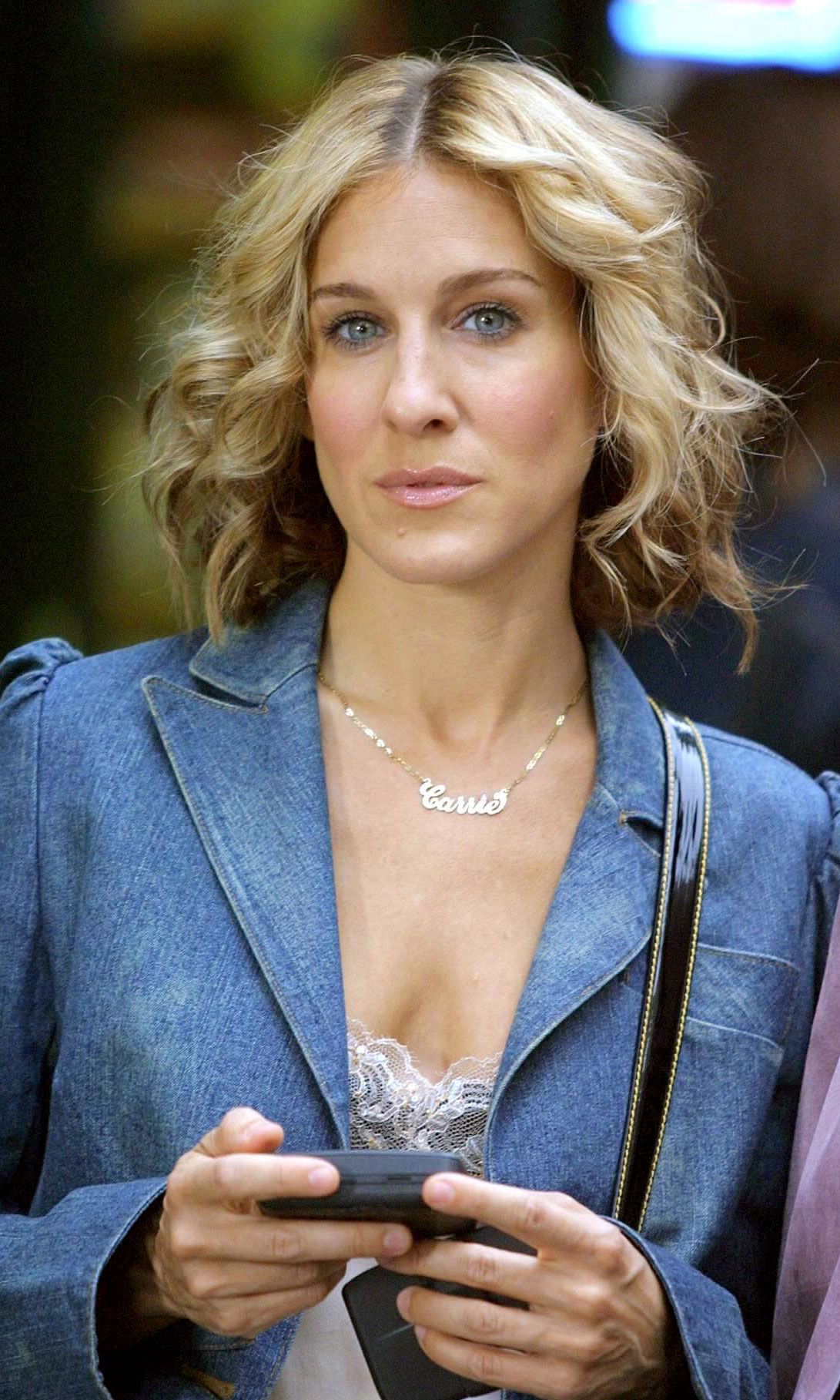 Iconic Short Hairstyles Look Carrie Bradshaw Hair Short Hair Styles Sarah Jessica Parker Hair