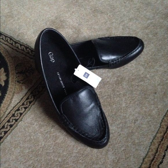 Black Gap Moccasin Loafers Brand new True Black leather Moccasin Loafers. Never worn tag still attached. Very comfortable. Just to big for me. Size 6. GAP Shoes Flats & Loafers