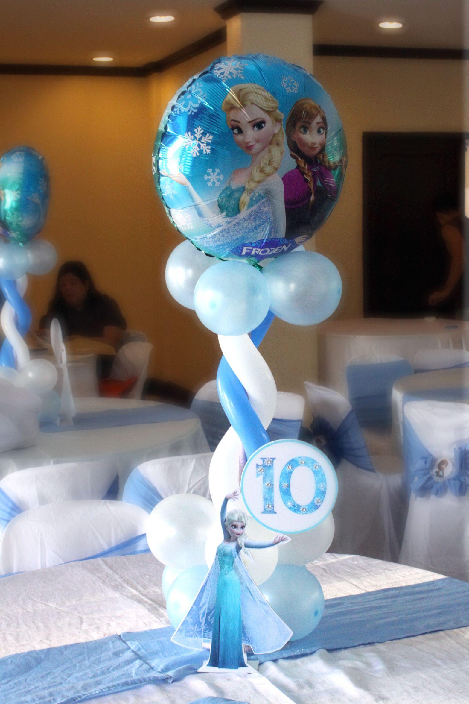 Frozen Birthday Party Set Up Table Centerpiece Birthday Party